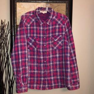 Women's plaid button up shirt